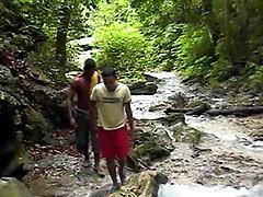xvideostop.com.br - Rony dando pro Carlos no mato