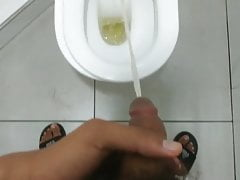 TEEN BOY PEEING IN TOILET